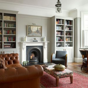 imge of a living room with a fireplace